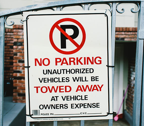 Attractive no parking signs in Huntsville, AL